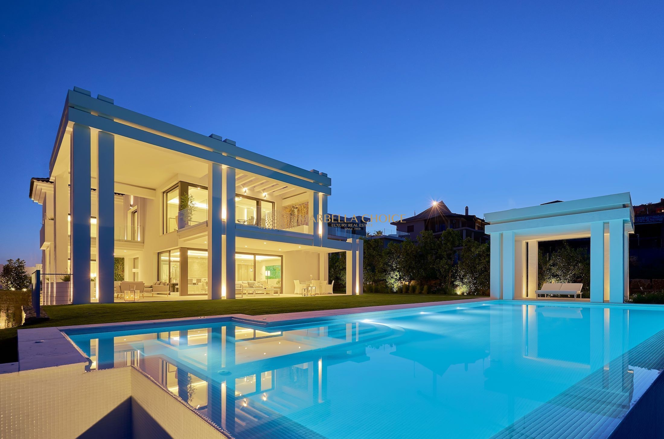 Brand new front line luxury villa  in Los Flamingos