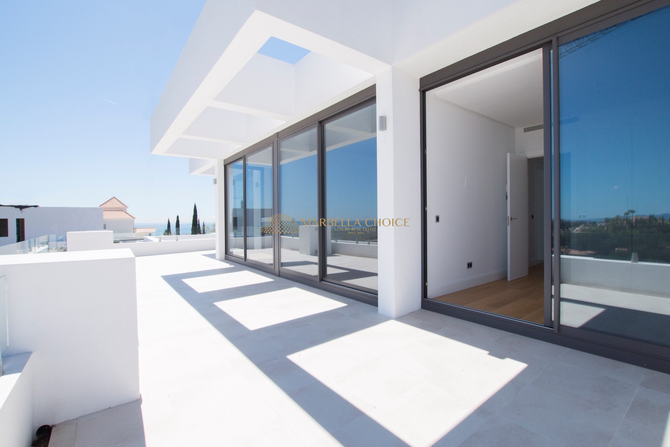 New built front line golf villa with sea views in Los Flamingos